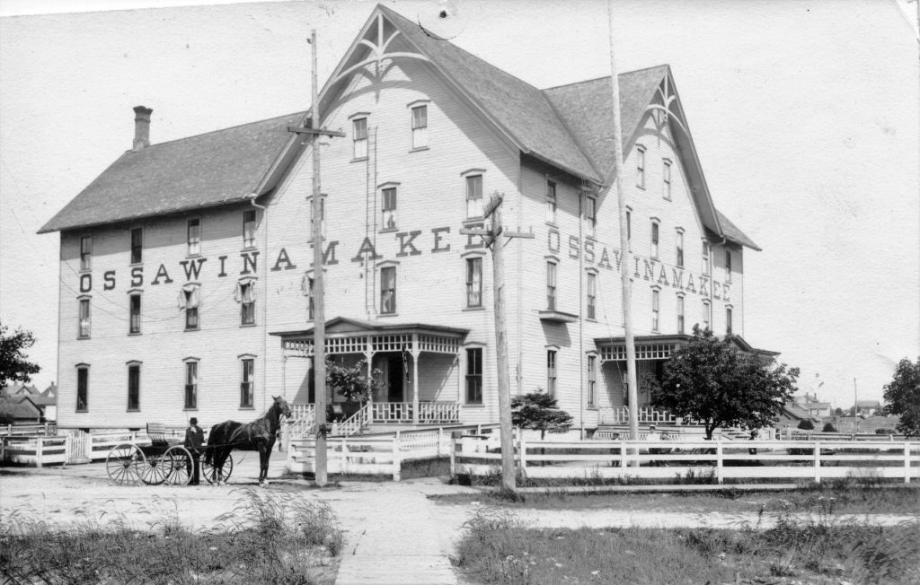 A late 1800's photo of the Ossawinamakee Hotel (SCHS)