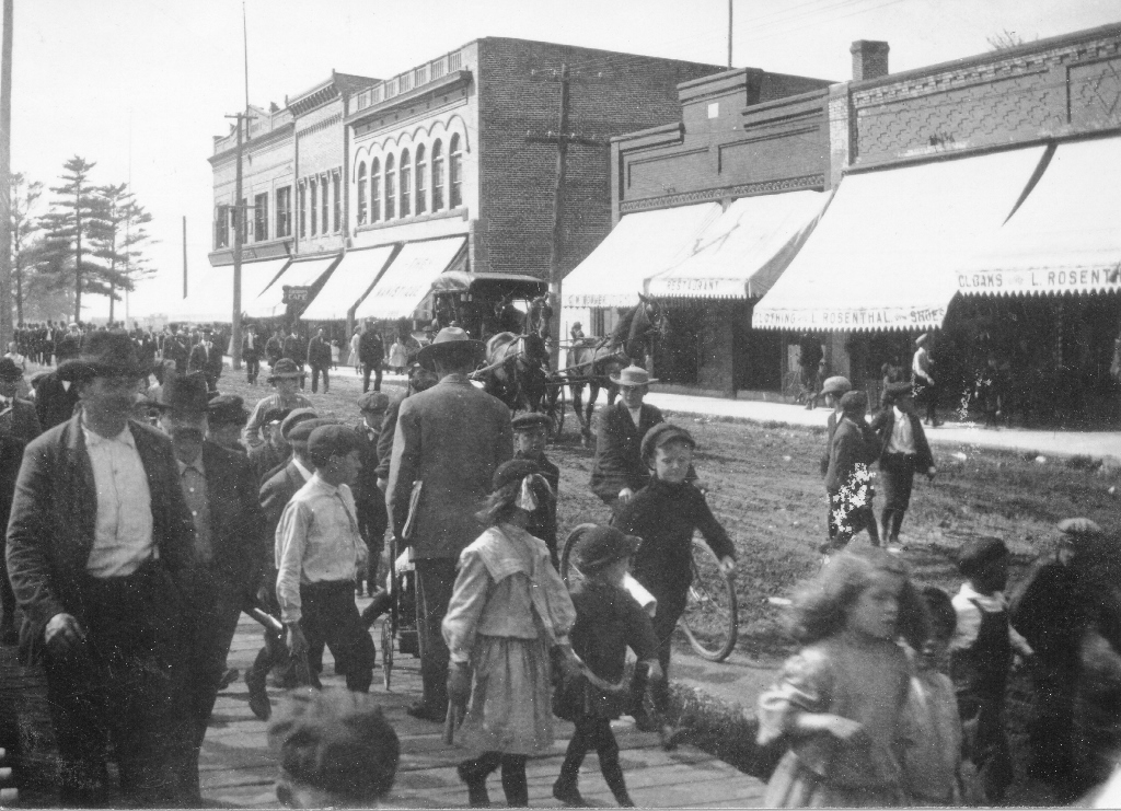 Circa 1904-06 image of Rosenthals Clothing Store  (last two awnings far right)